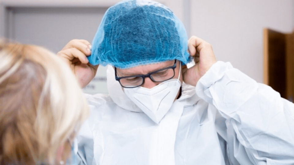 Сімейному лікарю з Волині, який перехворів на COVID-19, призначили щомісячну виплату