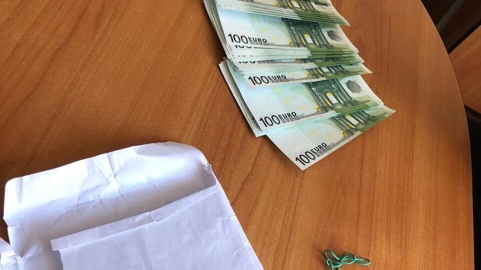 На Рівненщині затримали чоловіків, які збували фальшиві євро на Волині