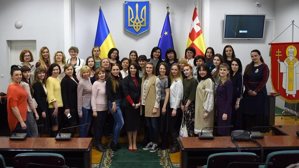 До Луцькради з'їхалися жінки, щоб говорити про участь у політиці. ФОТО