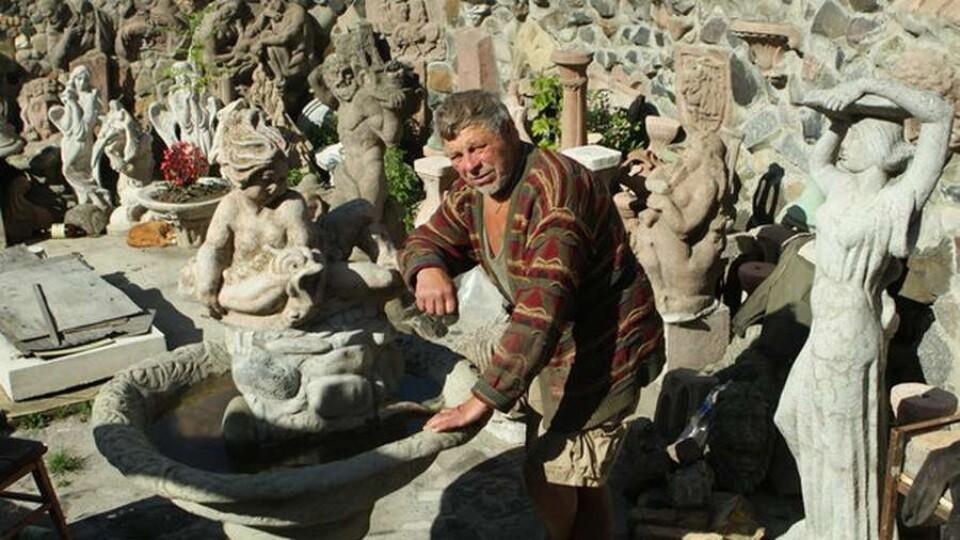У Луцьку шукають вандалів, які викинули роботи скульптора Голованя у річку