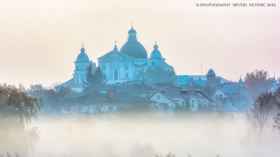 Осінь і місто: Віктор Петрук показав чарівні світлини Луцька