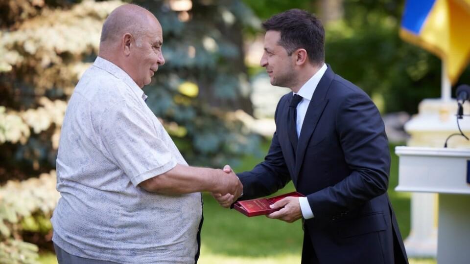 Зеленський вручив державну нагороду волинському лікарю
