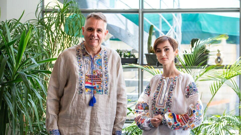 Солістці гурту, який представлятиме Україну на Євробаченні, подарували вишиванку з Волині. ФОТО