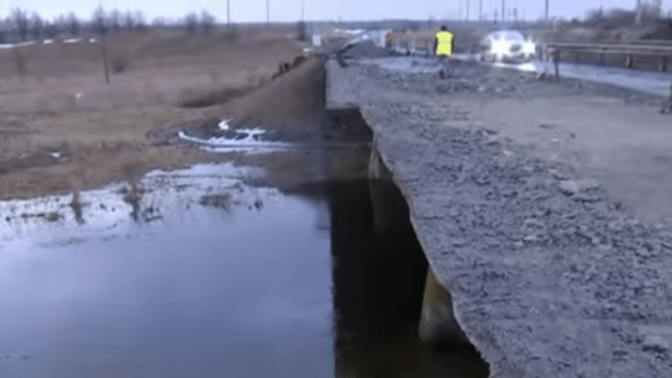 10-метрова бетонна плита впала разом із працівниками. Подробиці обвалу мосту біля Володимира