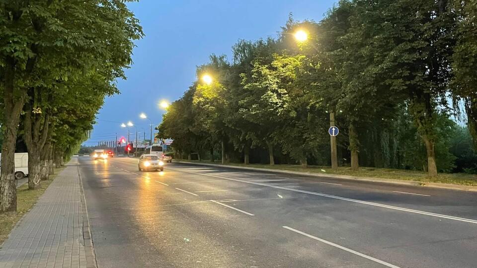 У Луцьку на Набережній встановили сучасне освітлення