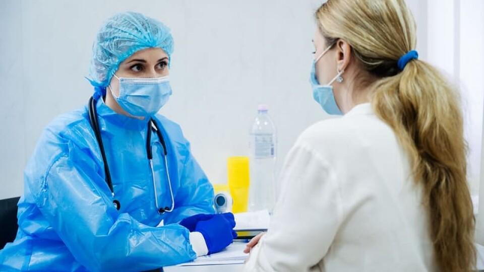 В Україні – майже 8 тисяч нових хворих на ковід. Де найбільше
