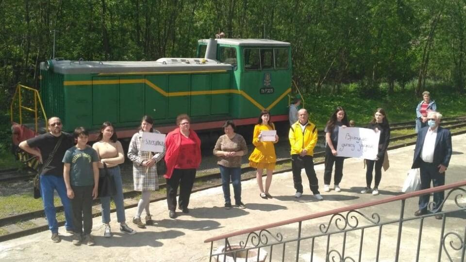 Лучани влаштували мітинг на підтримку дитячої залізниці. Писатимуть лист Зеленському