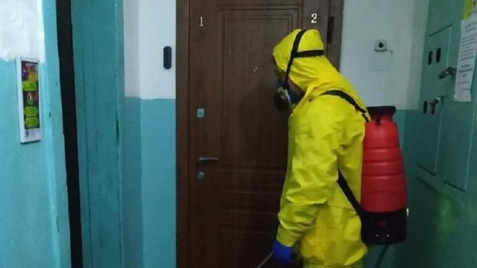 У Луцьку провели дезінфекцію 77 будинків через коронавірус