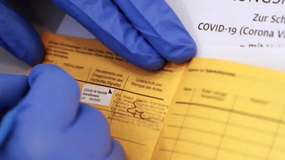 Лікарі пояснили, хто і як може отримати «ковідні сертифікати»