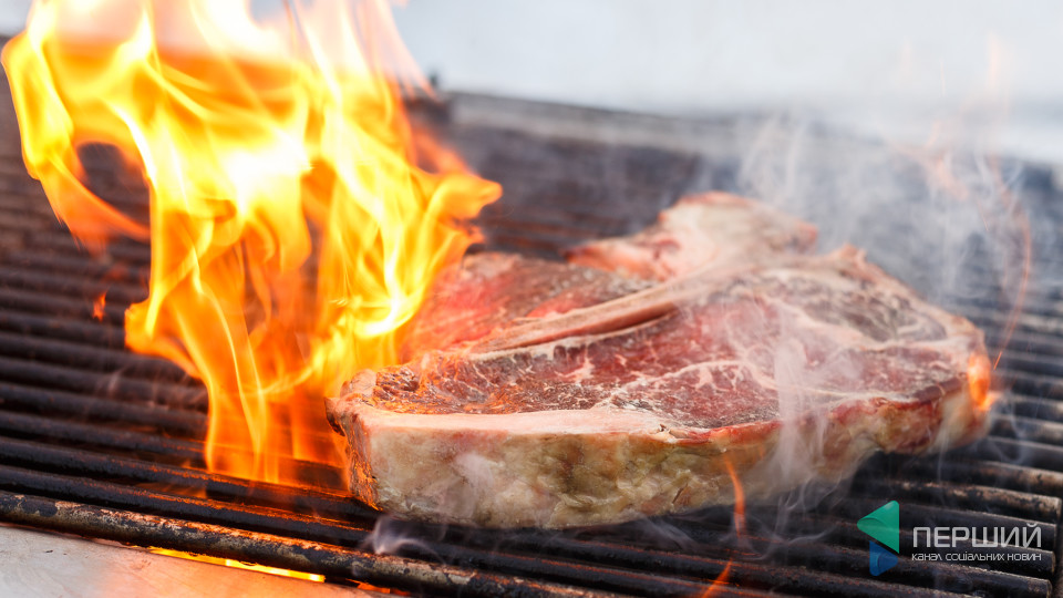 Перший на кухні: Як готувати T-bone стейк з овочами на грилі. ФОТО