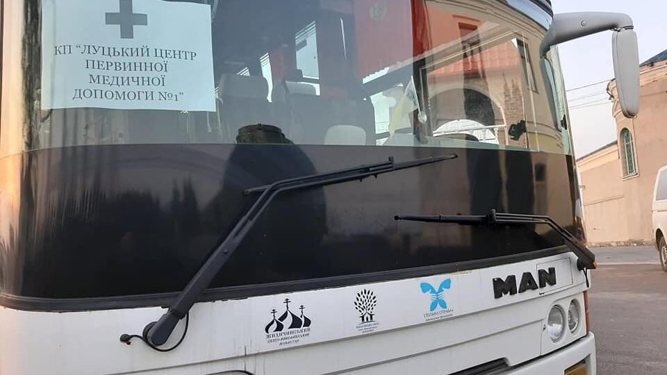 Жидичинський монастир дав транспорт, щоб довозити луцьких медиків на роботу