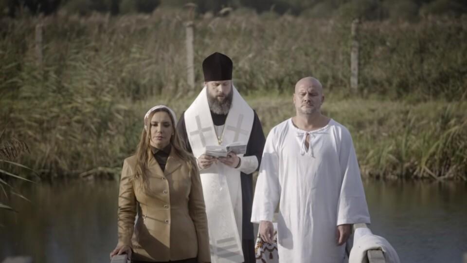 У монастирі на Волині дружина Медведчука Оксана Марченко охрестила боксера Узелкова