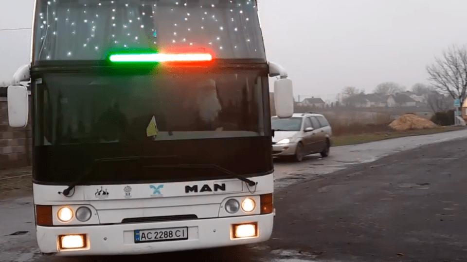 «За кермом – Святий Миколай». Показали відео з «диво-автобусом», який курсує у Луцькій громаді