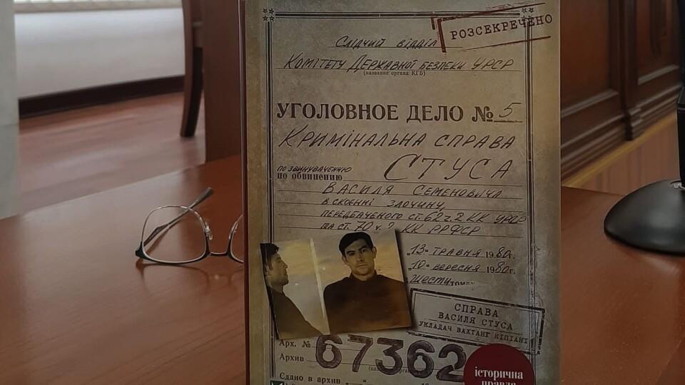 Заборона книги про Стуса: Кіпіані виграв суд проти Медведчука