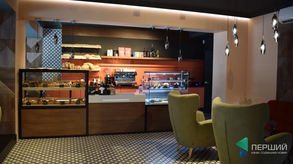 У центрі Луцька відкрилась нова пекарня Tisto. Тут подають сіннабони і грушеві галети