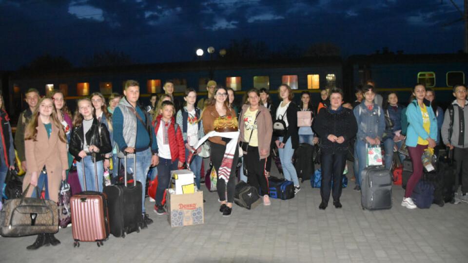 У гості до Луцька приїхали діти із Волновахи. Великдень вони проведуть у сім'ях лучан