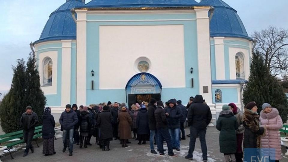 Перехід у ПЦУ монастиря в Низкиничах: одні збори – у храмі, інші – у школі. ФОТО. ВІДЕО