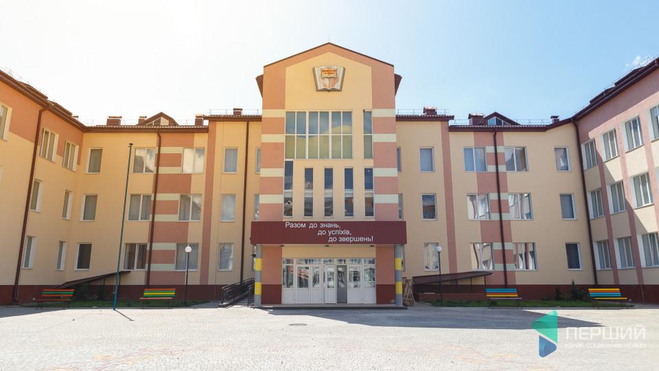 Пандуси, ліфти, спальні: показали, як готують 27-му школу до навчального року. ФОТО