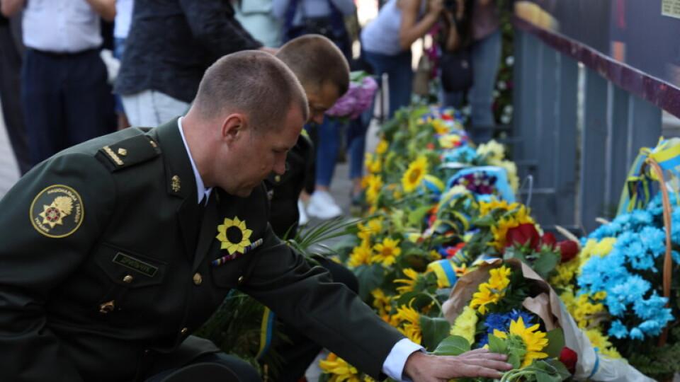 Лучани вшанували пам'ять загиблих захисників України та військовослужбовців. ФОТО