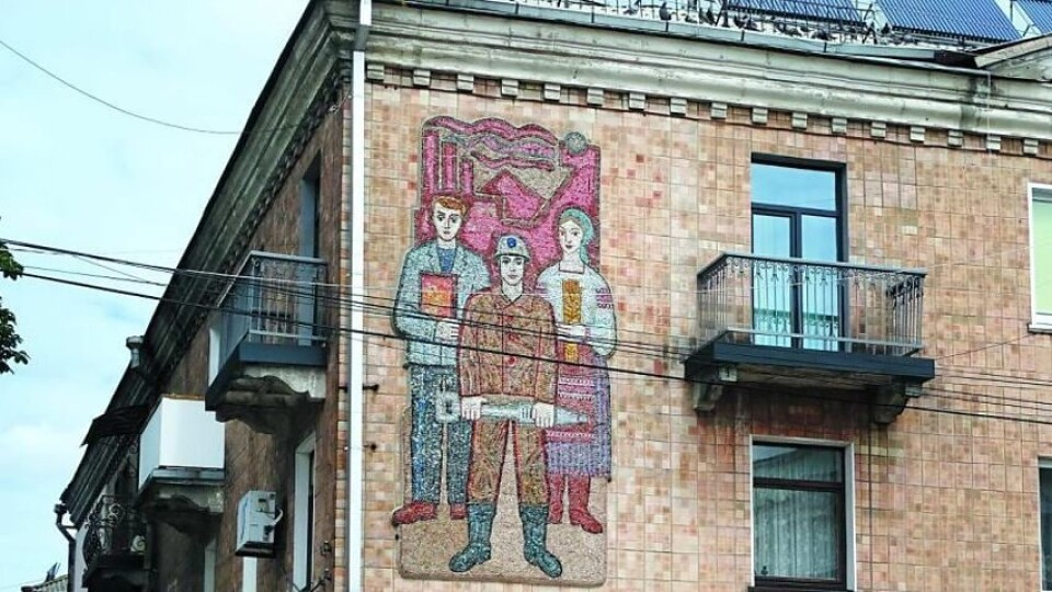 Декомунізація у Нововолинську: чи потрібні радянські панно у центрі міста