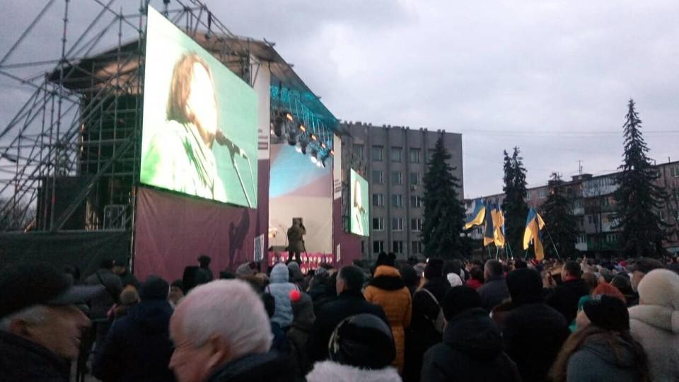 У Ковелі почався агітаційний концерт за Порошенка. ФОТО