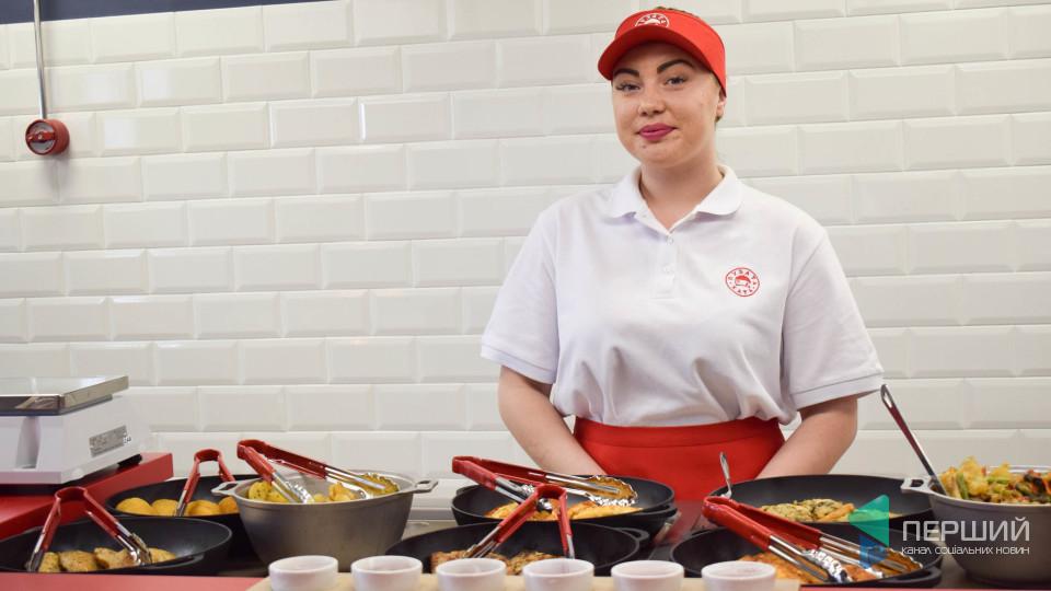 У Луцьку відкрився ресторан «Пузата хата». ФОТО