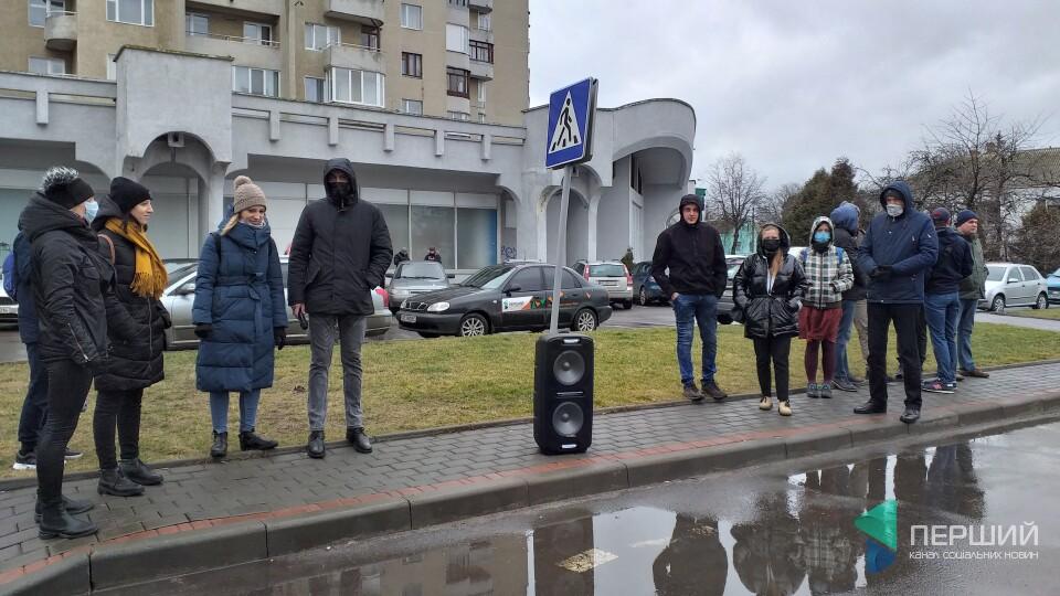 «Геть аваковірус»: у Луцьку вийшли на акцію проти міністра внутрішніх справ
