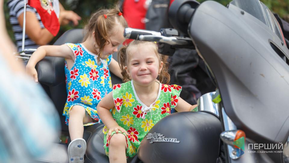 Harley-Davidson та щасливі маленькі лучани: у центрі міста - польські байки. ФОТО