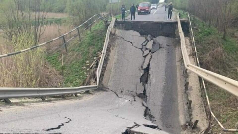На трасі Луцьк-Львів обвалився міст. Дорогу тимчасово закрили