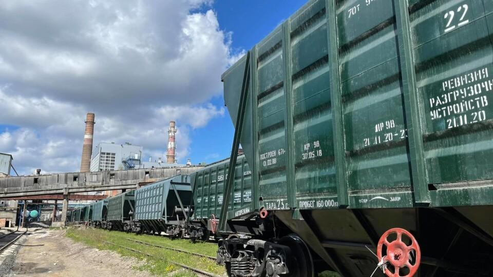 На Гнідавський цукровий завод уже завезли тростину