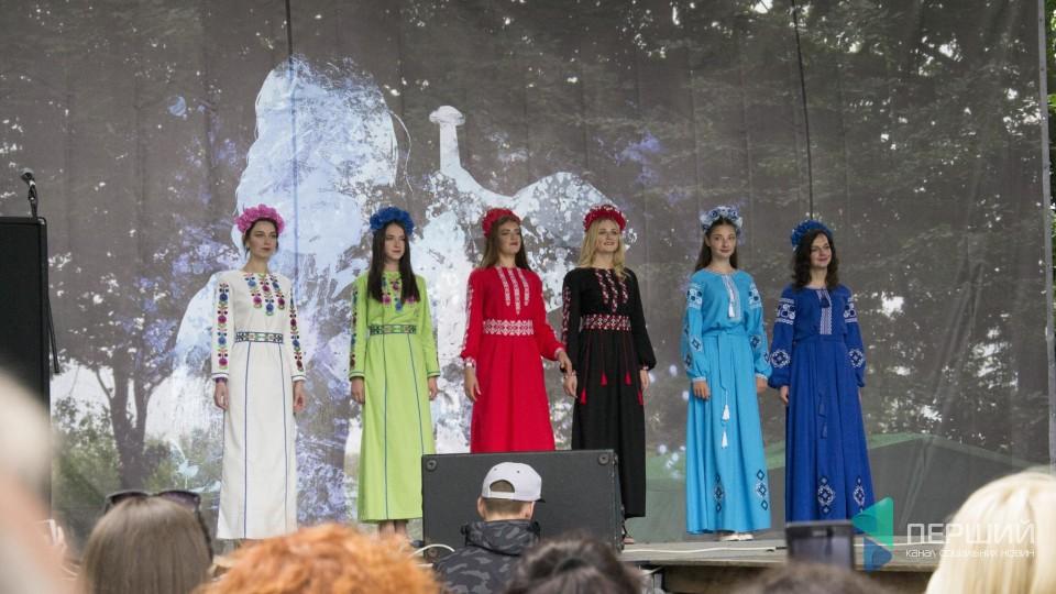 Лицарі, красуні та «Kozak System»: біля Володимира стартував фестиваль «Княжий». ФОТО