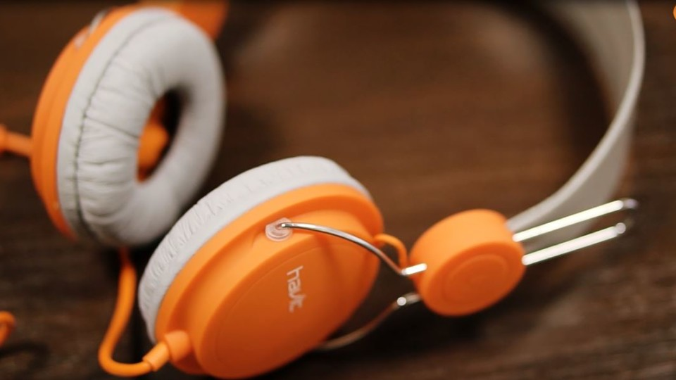 У луцькому магазині «Апельсин» – акція на навушники та монопод для селфі. ВІДЕО