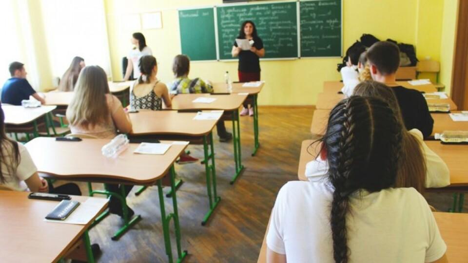 На Волині на COVID-19 з початку навчального року захворіли 140 працівників шкіл та 55 учнів