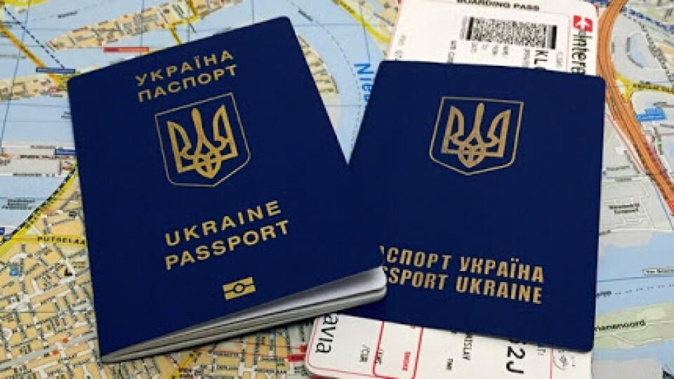 Як українцям оформити COVID-документи для перетину кордону