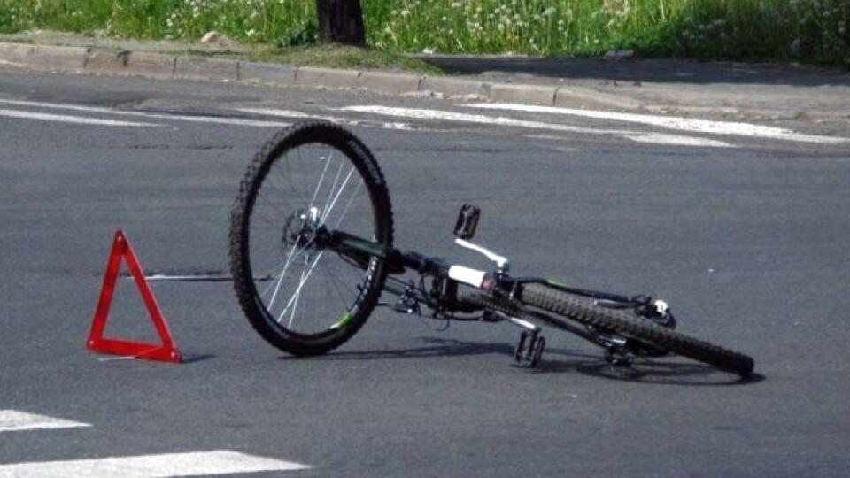 На Волині автівка збила 75-річного велосипедиста. Чоловік у комі