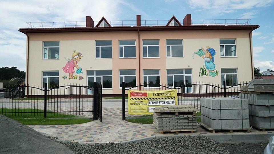 У селі біля Луцька закінчують будувати дитсадок. До 1 вересня хочуть відкрити