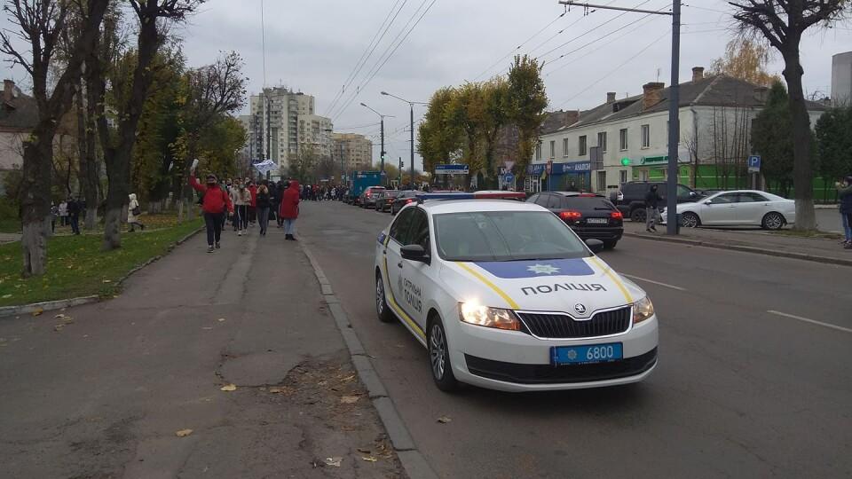 У Луцьку ресторатори колоною йдуть до управління поліції