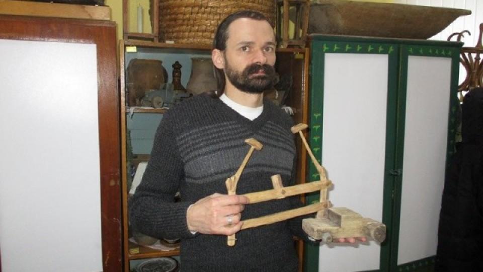 Волинянин виготовляє з дерева унікальні іграшки. ФОТО
