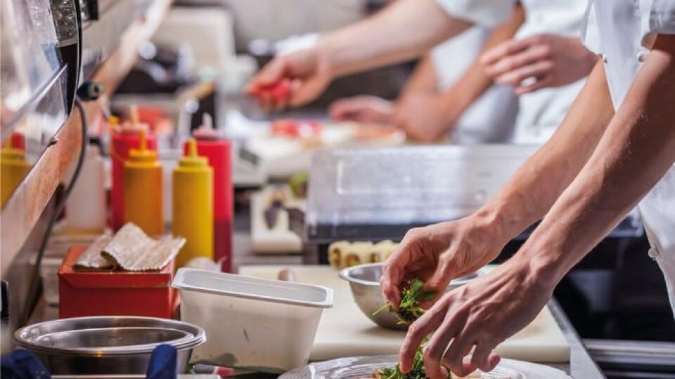 «Коли буде критична ситуація». У Луцьку ресторани та кафе обіцяють безкоштовно годувати лікарів
