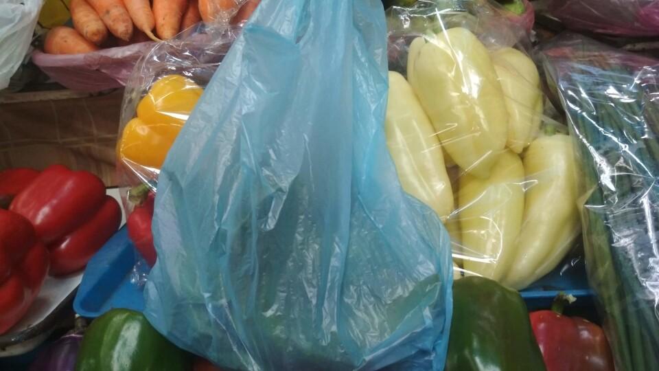 У Луцьку скасували обов'язкове фасування овочів і фруктів у магазинах