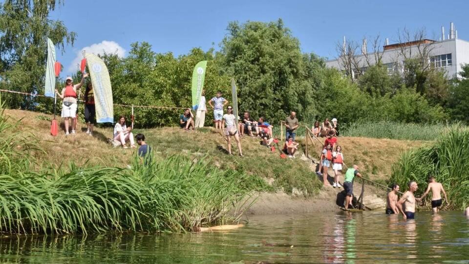 Яскраві враження та щасливі діти: у Луцьку провели майстер-клас з веслування на байдарках