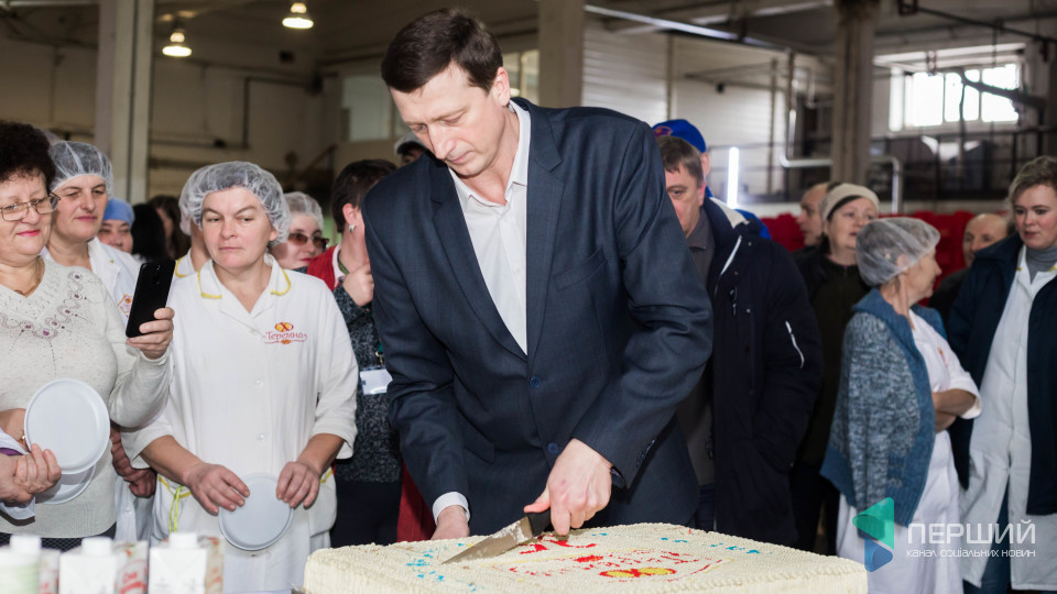 Танець з директором і 10-кілограмовий торт: як «ТЕРЕМНО ХЛІБ» святкувало 35-річчя. РЕПОРТАЖ