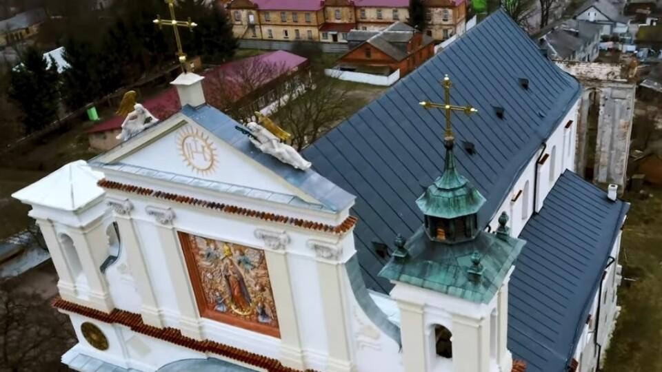 Як відреставрували костел в Олиці. Відео з висоти