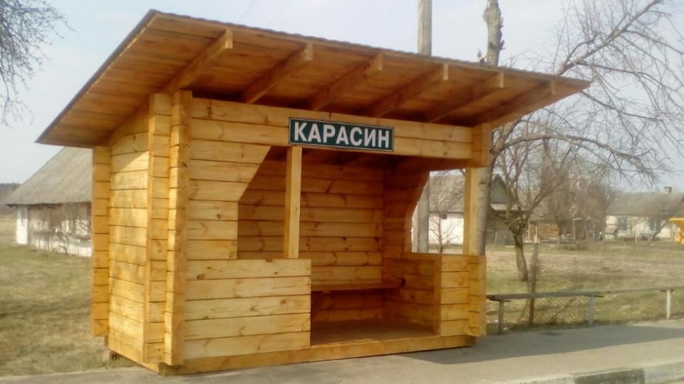 Подарунок для громади: у селі на Волині лісівники облаштували зупинку. ФОТО