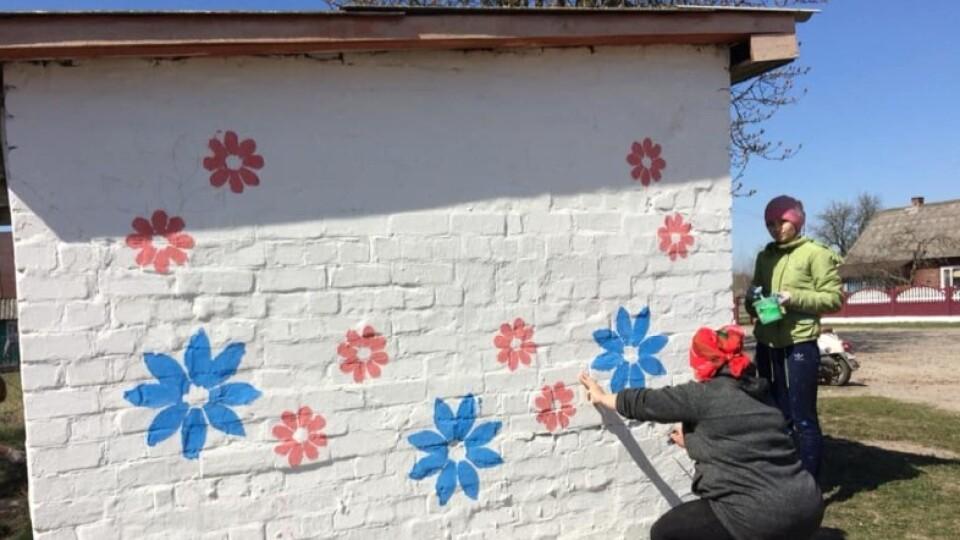 У селі на Волині школярі розмалювали зупинку