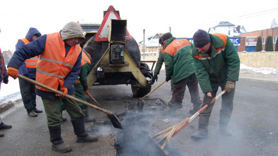 У Луцьку тестують нову технологію ремонту доріг. ФОТО