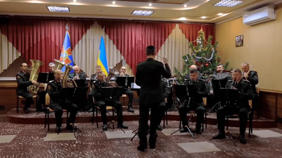 Легендарний «Щедрик» у виконанні оркестру луцьких нацгвардійців