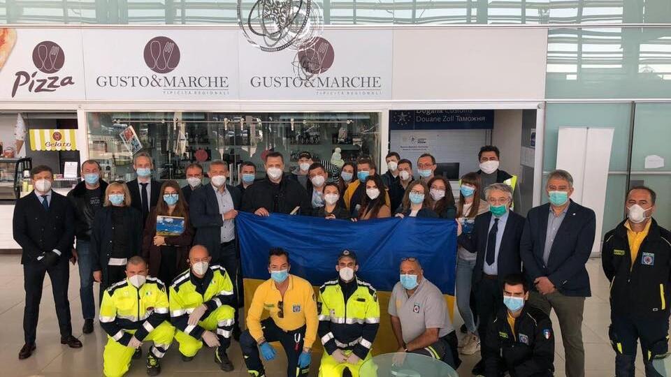 Українські лікарі повертаються з Італії, де боролись з COVID-19