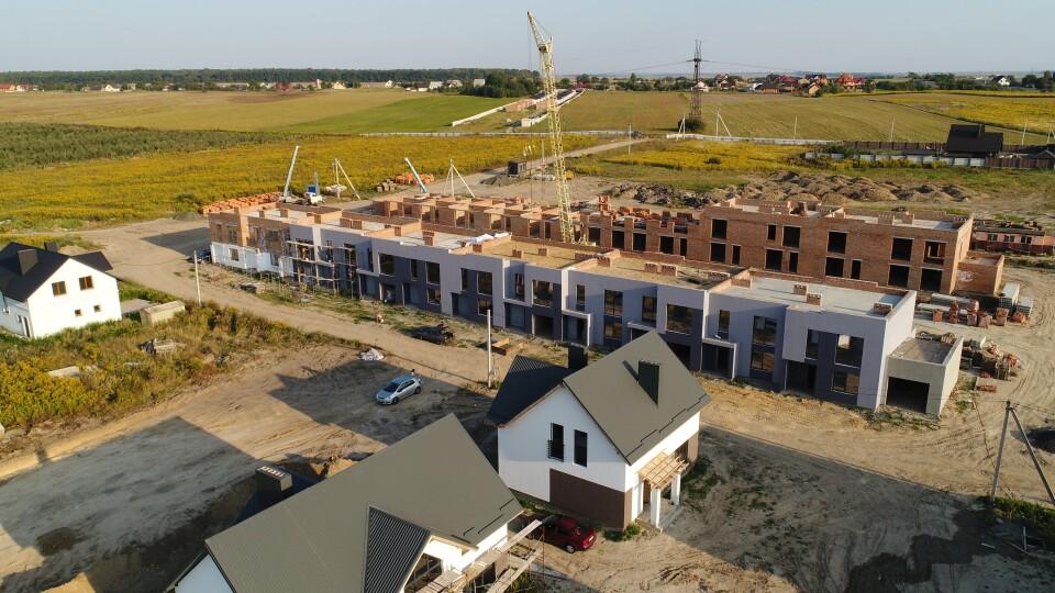 «Струмочок» розростається до пів сотні будинків. Показали відео будівництва