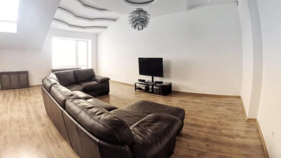 Продається квартира з ремонтом, технікою і меблями. Ціна – менше 500 доларів за квадрат